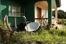 Internetzugang haben wir über eine Satellitenschüssel